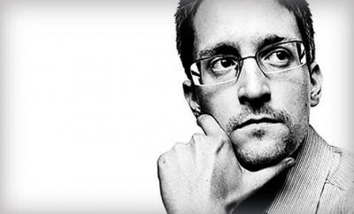 Edward Snowden vergisst die Twitter-Benachrichtigungen auszustellen