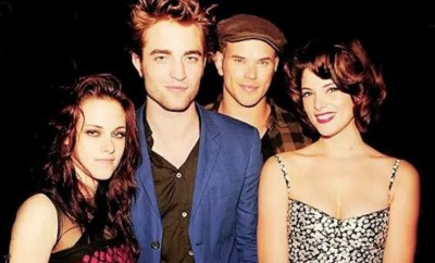 Twilight-Stars Robert Pattinson und Kristen Stewart Seite an Seite.