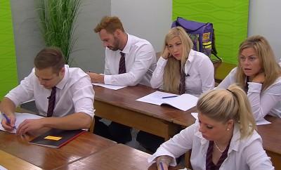Big Brother: Die Bewohner müssen in der Wochenaufgabe wieder die Schulbank drücken.