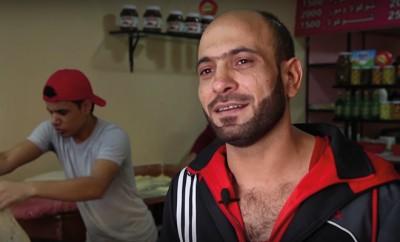 syrischer-fluechtling-hilft-gleichgesinnten