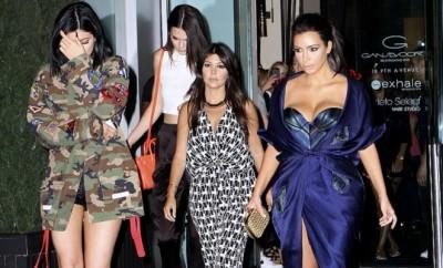 Kylie Jenner, Kourtney Kardashian und Kim Kardashian sehen auch ungeschminkt bezaubernd aus.