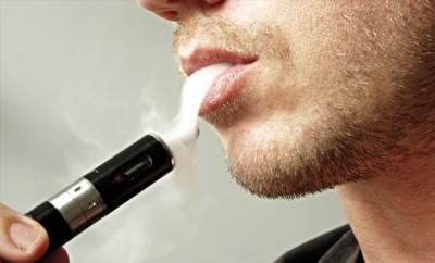 Die E-Zigarette erhöht Risiko für Unfruchtbarkeit von Männern laut Forschern des University College London vor allem durch zwei Aromen.