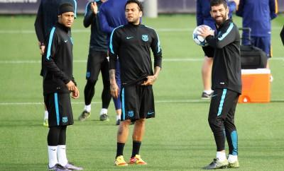 Dani Alves, Neymar und  Arda Turan beim Training.