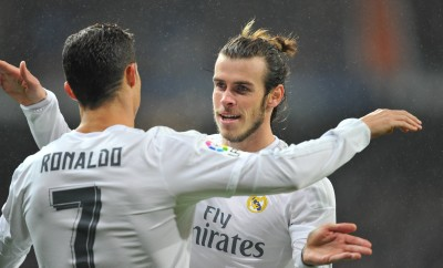 Gareth Bale und Cristiano Ronaldo feiern gemeinsam.