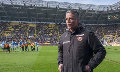 Uwe Neuhaus beim Spiel von Dynamo Dresden gegen Fortuna Köln.