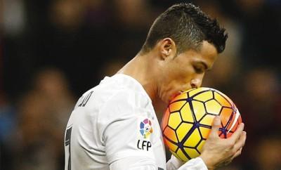 Cristiano Ronaldo bleibt Real Madrid bis 2018 erhalten.