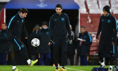 Luis Suarez, Lionel Messi und Neymar vor dem Spiel gegen den FC Arseanl London.