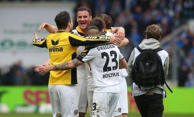 Die Spieler von Dynamo Dresden haben am Wochenende den Aufstieg endlich perfekt gemacht.