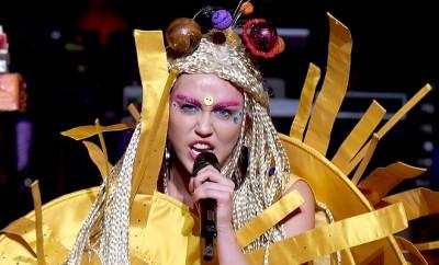 Nick Jonas schwärmt immer noch von Exfreundin Miley Cyrus.