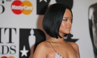 Rihanna alberte Backstage mit ihren Fans herum.