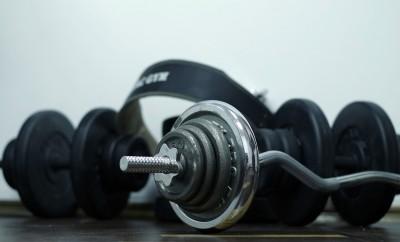 Das traditionelle Fitnessstudio bekommt zunehmen Konkurrenz durch Online-Angebote.