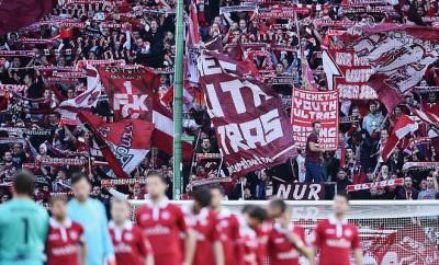 Die Fans des 1. FC Kaiserslautern hoffen darauf, in der nächsten Saison endlich wieder erfolgreichen Fußball zu sehen.