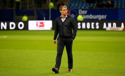 Peter Knäbel steht bei HSV zunehmend alleine auf weiter Flur.