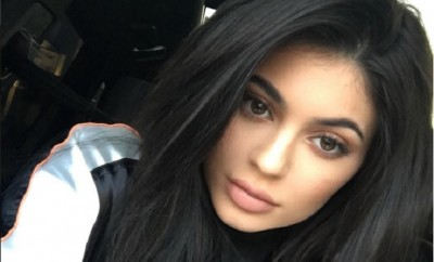 Kylie Jenner verteidigt Tyga auf Twitter.