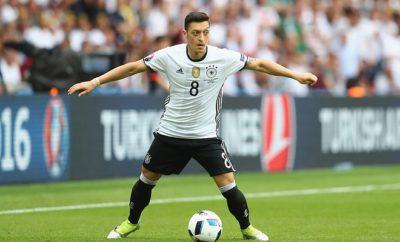 Mesut Özil sorgt bei der Europameisterschaft nicht nur auf dem Platz für Schlagzeilen.