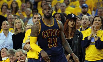 Rihanna scheint total vernarrt in NBA-Spieler LeBron James zu sein.
