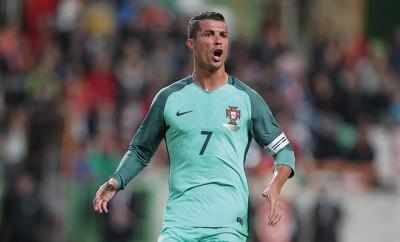 Cristiano Ronaldo sorgt für Verwunderung. Gemeinsam mit Quaresma stellt er die Nationalmannschaft von Portugal vor Probleme.