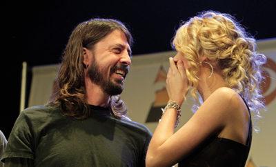 Taylor Swift und Paul McCarthy spielen in einer Partygeschichte von Foo Fighters-Frontmann Dave Grohl eine ganz besondere Rolle.