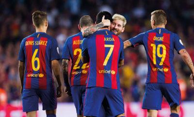 Neymar soll den Schiedsrichter beim Spiel in Gladbach beleidigt haben. Arda Turan und Lionel Messi helfen einem verunglückten Fußballer.