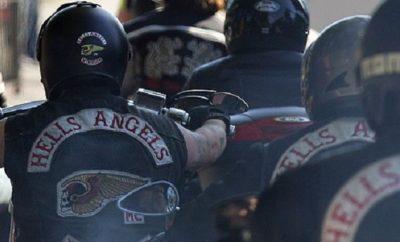 Rocker der Hells Angels auf ihren Motorrädern.