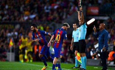 Lionel Messi und Arda Turan vom FC Barcelona.