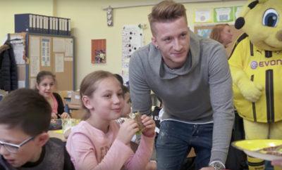 Marco Reus besucht eine Grundschule und Götzes Formkurve zeigt bei Borussia Dortmund und in der Nationalmannschaft nach oben.