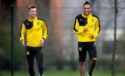 Borussia Dortmund-Star Pierre-Emerick Aubameyang gönnt sich einen kleinen Spaß mit Marco Reus.