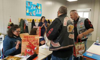 Die Hells Angels haben zu Weihnachten Schulkinder mit Geschenken überrascht.