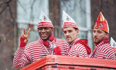 So feierten die Profis des 1. FC Köln den Rosenmontag.
