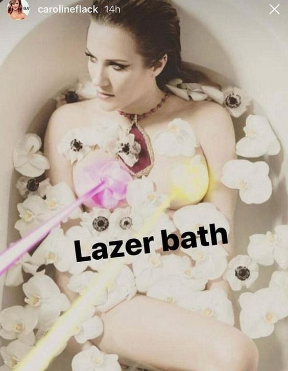 Skurriles Nacktbild in der Badewanne!