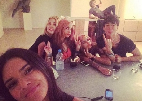 Das Model sprach nicht einmal mit Ashton Irwin! Instagram: Nicole Kahlani.