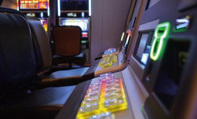 Die klassische Spielhalle hat es heute zunehmend schwerer - neben gesetzlichen Einschränkungen kommt die Online-Konkurrenz hinzu.
