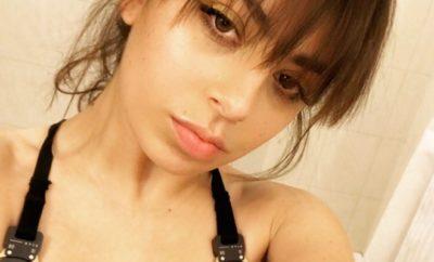 Charli XCX entschuldgit sich für Nippelblitzer!