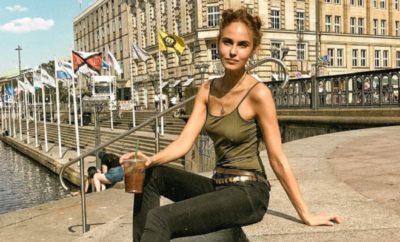 Elena Carriere -Sexy Oben Ohne-Bild mit starker Botschaft!