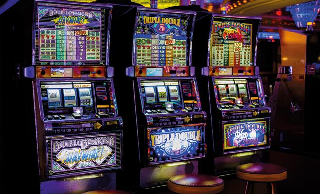 Sowohl in stationären Spielhallen als auch in Online Casinos zählen sie zu den beliebtesten Spielen: Slots oder auch Spielautomaten haben eine lange Tradition in der Welt des Glücksspiels.