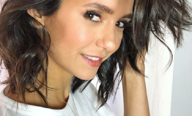 vampire diaries star nina dobrev hei er strip mit folgen. Black Bedroom Furniture Sets. Home Design Ideas