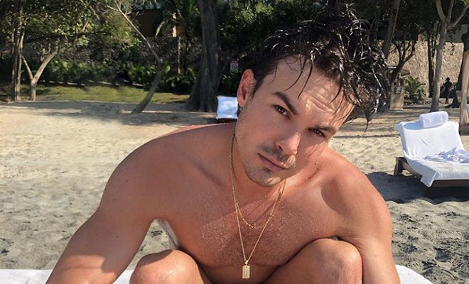 Pretty Little Liars-Star Tyler Blackburn nackt auf Costa Rica