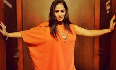 Bollywood-Star Ritu Chaudhry Seth nackt in der Badewanne